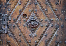 Iron knocker on an old door Royalty Free Stock Photos