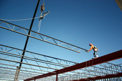Iron Worker Placing Bar Joist Royalty Free Stock Photos