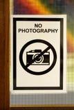 Ironiskt fotografi av ett tecken som påstår inget fotografi Royaltyfri Fotografi