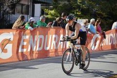 Ironman三项全能的自行车骑士 免版税库存图片