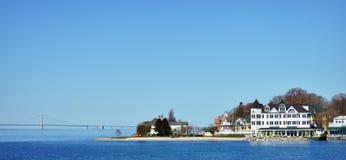 Iroquois hotell och Mackinac bro Royaltyfria Bilder