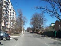 IRPIN UKRAINA - MARS 27, 2011 Folk p? gatorna i stad royaltyfri foto