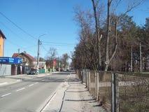 IRPIN UKRAINA - MARS 27, 2011 Folk p? gatorna i stad fotografering för bildbyråer