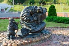 Irrande musiker för skulptur eller gataclown, Vitebsk, Vitryssland Royaltyfri Foto