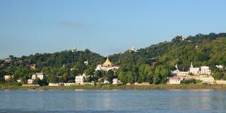 Irrawaddy河和实皆小山 缅甸 库存照片