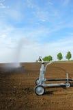 Irrigação no campo Imagens de Stock