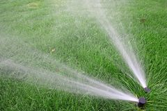 Irrigación del césped Fotos de archivo
