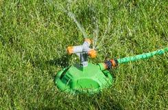 Irrigation de pelouse de système images libres de droits