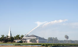 Irrigation des terres cultivables en Floride Photos stock