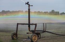 Irrigazione al campo Fotografie Stock
