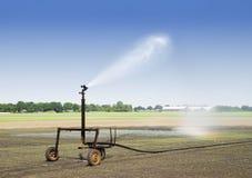 Irrigazione al campo Fotografia Stock