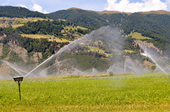 Irrigazione automatica dei campi del raccolto Fotografie Stock Libere da Diritti