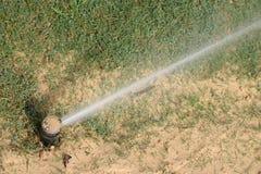 Irrigazione del prato inglese Immagine Stock