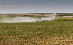 Irrigazione del raccolto, Norfolk, Inghilterra Immagini Stock Libere da Diritti