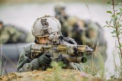 Irrita durante a operação militar na água foto de stock
