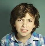 Irritated confundió cierre del retrato del adolescente para arriba Fotografía de archivo libre de regalías