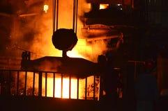 Irruption av smältt stål Arkivfoto