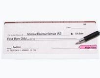 IRS überprüfen auf erstem geborenem Kind Lizenzfreies Stockfoto