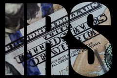 IRS, fim americano do macro do dinheiro acima da cara do ` s de Ben Franklin na nota de dólar dos E.U. 100 fotografia de stock royalty free