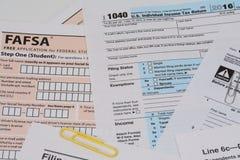 IRS- und FAFSA-Steuerformulare Stockfoto