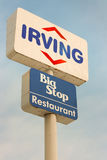 Irving Oil And Big Stopp-Zeichen Stockfoto