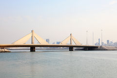 Isa Causeway Bridge回教族长在巴林 免版税库存照片