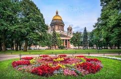Isaac και λουλούδια Στοκ φωτογραφίες με δικαίωμα ελεύθερης χρήσης