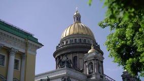 Isaacskathedraal in heilige-Petersburg stock footage