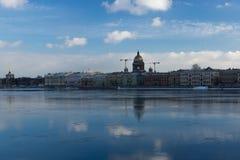 Isaak Cathedral, vista dal fiume durante l'inverno Fotografie Stock