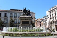Isabel con Columbus Statue Built Andalucía Granada Fotos de archivo