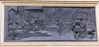 1492 Isabella Ferdinand voor het gerecht met Columbus Statue Granada Stock Fotografie