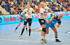 Isabelle Gullden, gracz CSM Bucharest atakuje podczas dopasowania z MKS Selgros Lublin Obrazy Stock