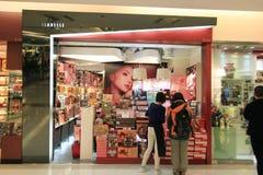 Isabelle shoppar i Hong Kong royaltyfri bild