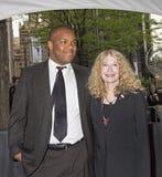 Isaiah Farrow en Mia Farrow stock foto
