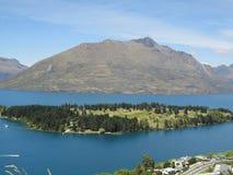Isand in mezzo ad acqua Nuova Zelanda 1 Immagini Stock Libere da Diritti