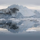 Isar och isberg av polara regioner av jord Royaltyfri Bild