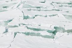 Isbakgrund av enorma kvarter av aquais från bröt isflak arkivfoto