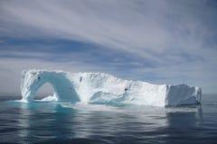 Isberg av kusten av Grönlandet Royaltyfria Bilder