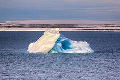 Isberg i brittisk kanal Franz-Joseph Land Royaltyfri Bild