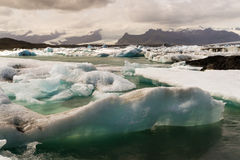 Isberg i den Icelands Joekulsarlon fjärden Royaltyfria Foton