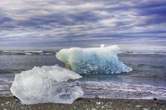Isberg i den Jokulsarlon glaciärsjön Arkivfoton