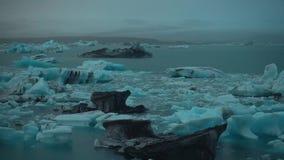 Isberg in i Island stock video