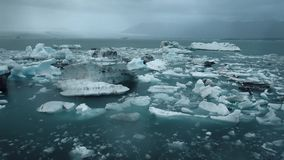 Isberg in i Island arkivfilmer