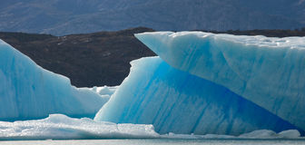 Isberg i vattnet, glaciären Perito Moreno arenaceous Arkivbild