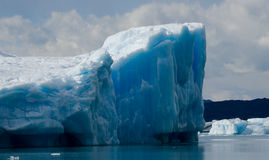 Isberg i vattnet, glaciären Perito Moreno arenaceous Royaltyfri Foto