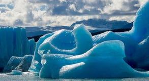 Isberg i vattnet, glaciären Perito Moreno arenaceous Arkivfoton