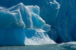 Isberg i vattnet, glaciären Perito Moreno arenaceous Arkivfoto