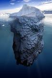 Isberg med undervattens- sikt Royaltyfri Bild