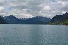 Isberg och sjö Royaltyfri Foto
