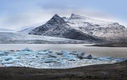 Isberg på den Fjallsarlon glaciärsjön, Island Arkivfoto